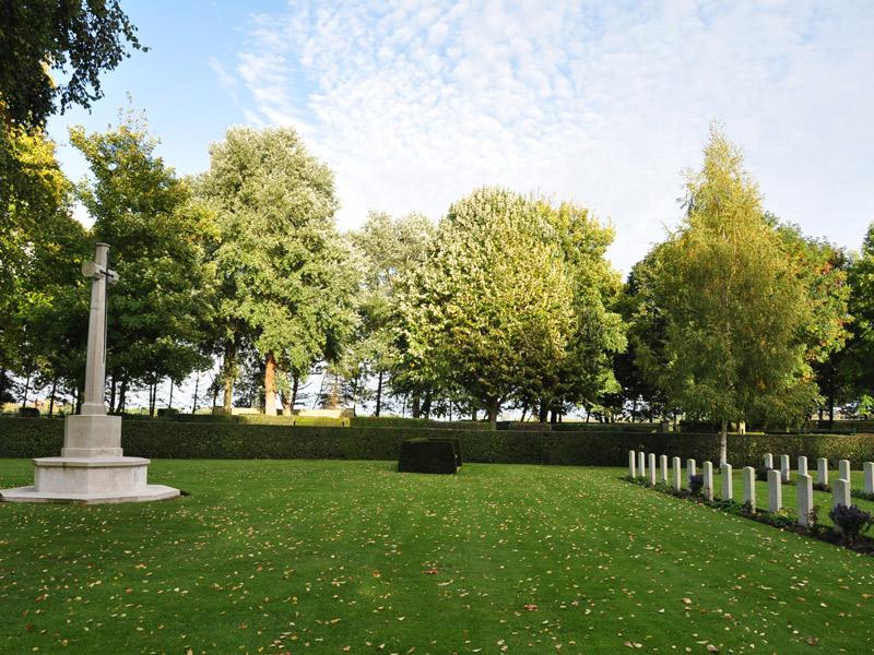 cimetière britannique de cambes en plein